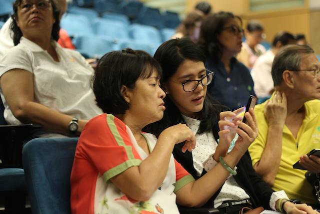 Empowering seniors with smartphone skills