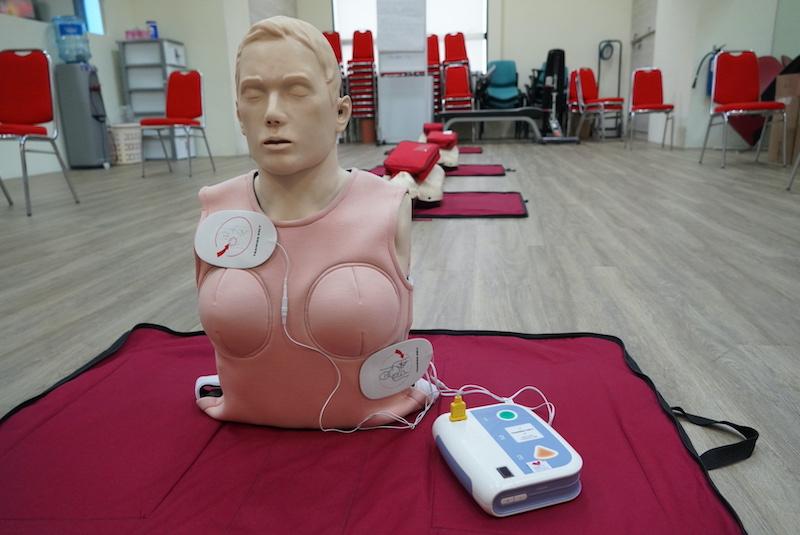 First female CPR manikin vest